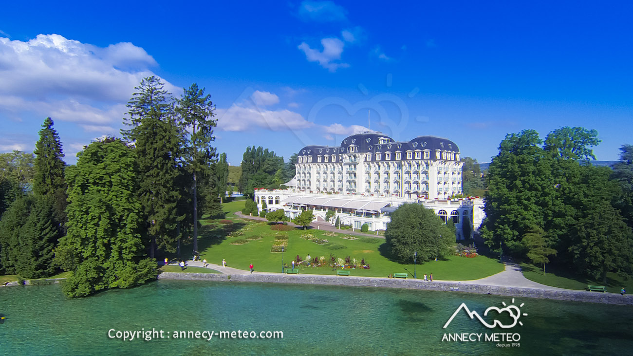 Hotel piscine annecy plages du lac d 39 annecy se for Hotel annecy piscine